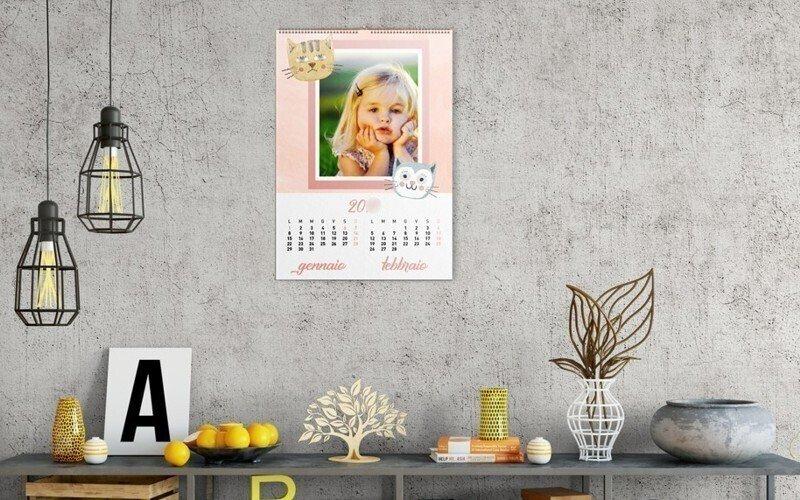 Stampa calendari online personalizzati a parete da tavolo con asta metallica trittici tascabili - Calendari da tavolo con foto ...
